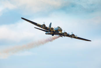 44-85784 - Private Boeing B-17G Flying Fortress