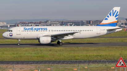 YL-LCT - SmartLynx Airbus A320