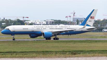 98-0001 - USA - Air Force Boeing C-32A