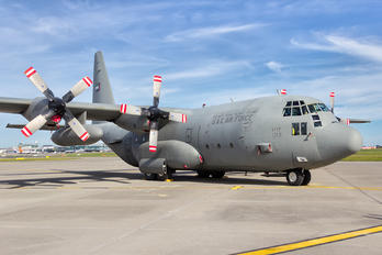 1213 - United Arab Emirates - Air Force Lockheed C-130H Hercules