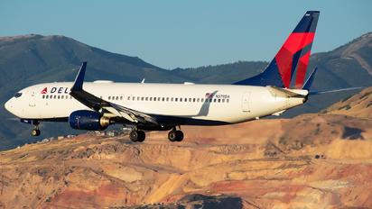 N379DA - Delta Air Lines Boeing 737-800