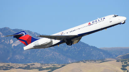 N925AT - Delta Air Lines Boeing 717