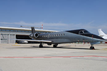 M-PIRA - Private Embraer EMB-135BJ Legacy 600