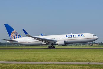 N673UA - United Airlines Boeing 767-300