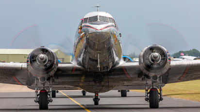 N24320 - Private Douglas DC-3