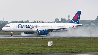 TC-OEA - Onur Air Airbus A321
