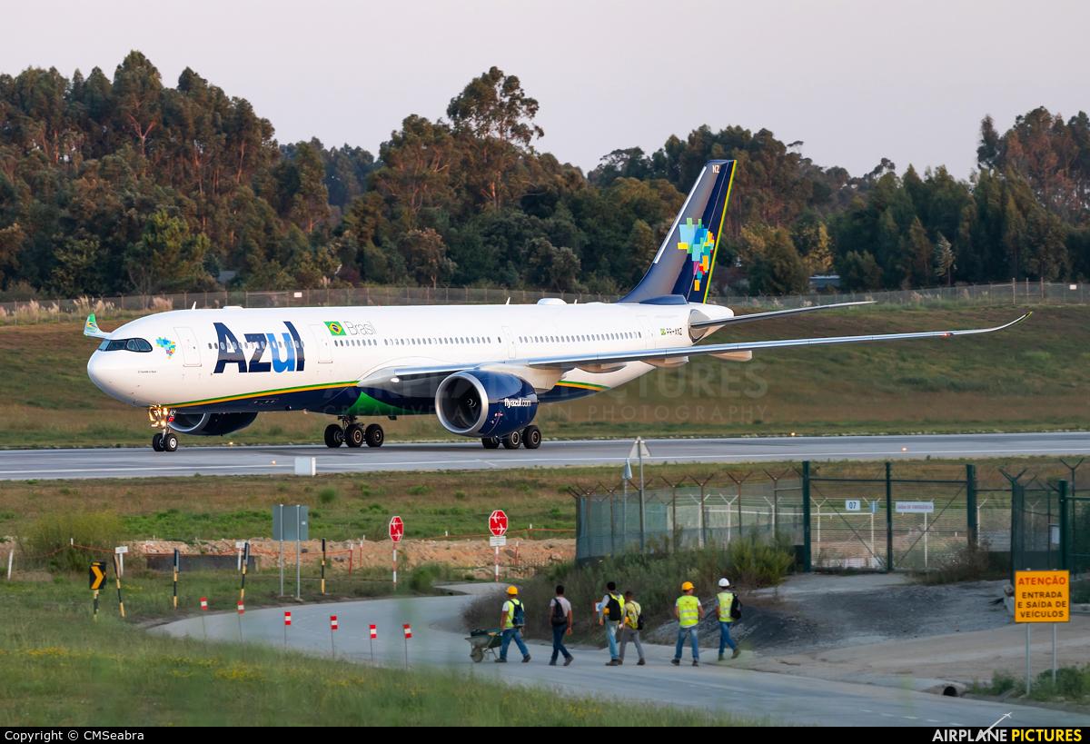 Azul Linhas Aéreas PR-ANZ aircraft at Porto