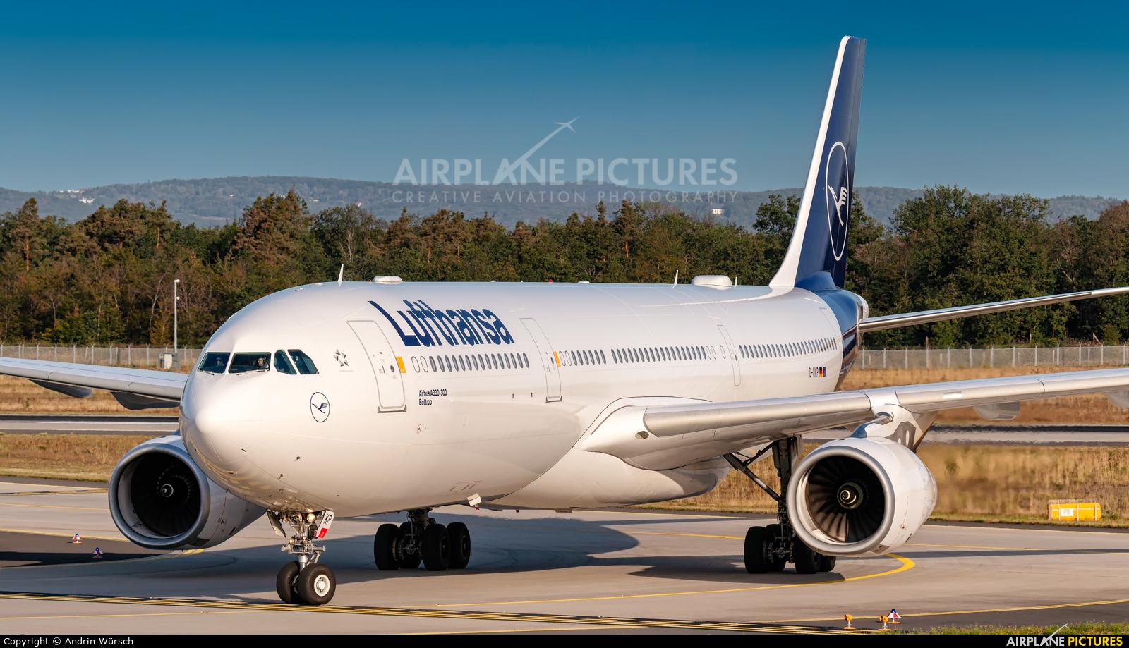 Lufthansa D-AIKP aircraft at Frankfurt