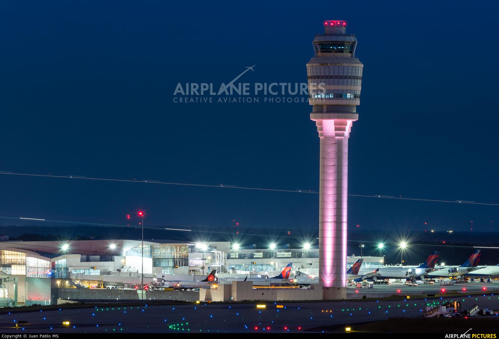 - Airport Overview - aircraft at Atlanta - Hartsfield-Jackson Intl