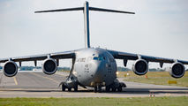 Rare visit of USAF Boeing C-17 to Poznań title=
