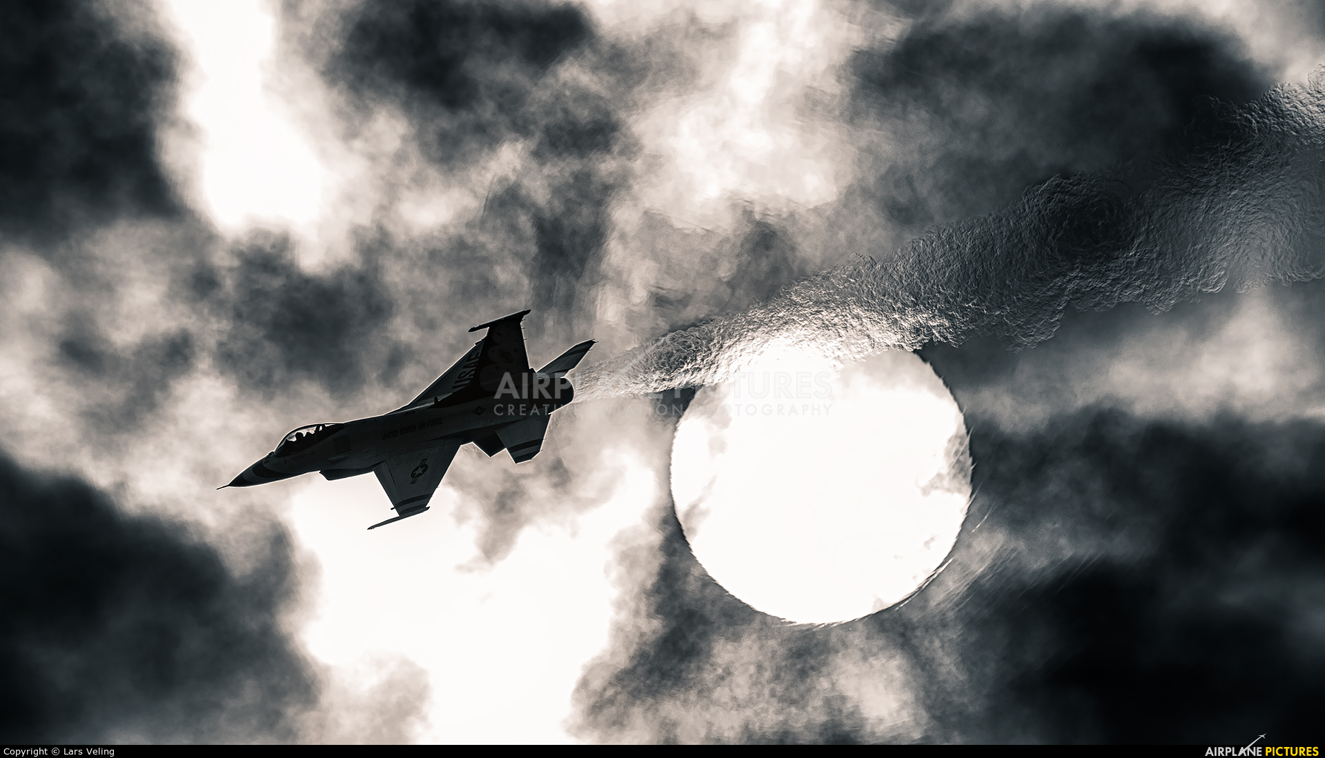 USA - Air Force : Thunderbirds 91-0413 aircraft at Cleveland - Burke Lakefront