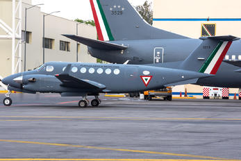 5813 - Mexico - Air Force Beechcraft 300 King Air 350