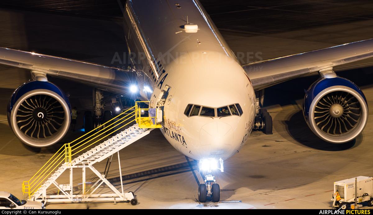 Delta Air Lines N702DN aircraft at Atlanta - Hartsfield-Jackson Intl