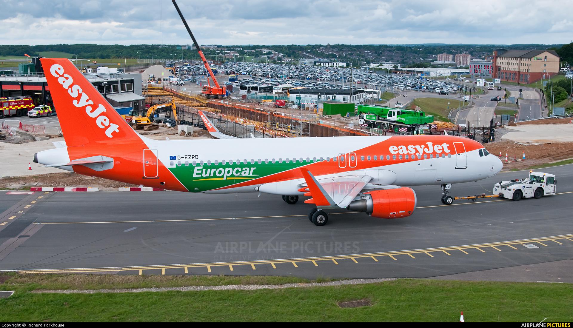 easyJet G-EZPD aircraft at London - Luton