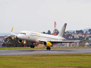 EC-MKO - Vueling Airlines Airbus A320