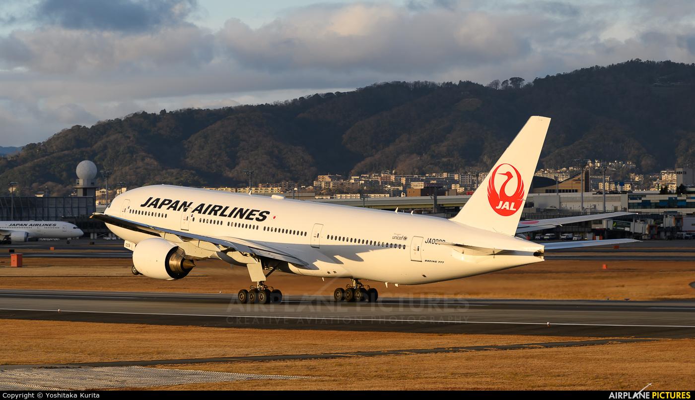JAL - Japan Airlines JA009D aircraft at Osaka - Itami Intl