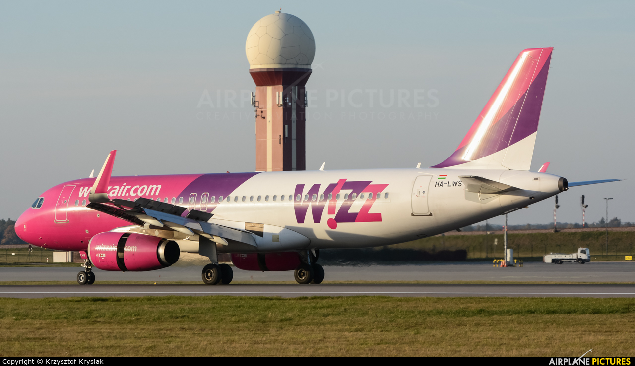 Wizz Air HA-LWS aircraft at Gdańsk - Lech Wałęsa