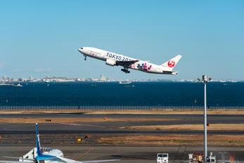 JA773J - JAL - Japan Airlines Boeing 777-200