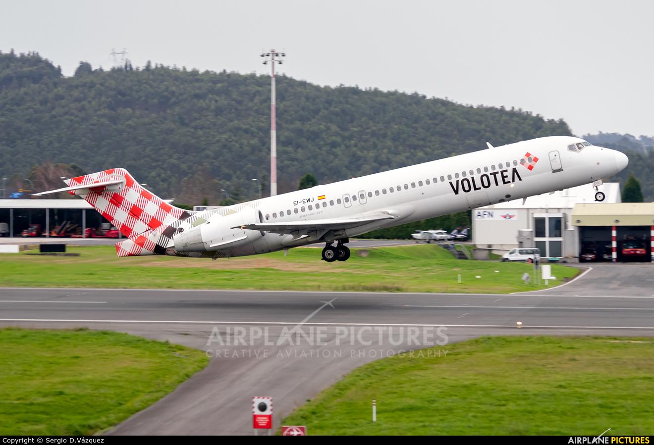 Volotea Airlines EI-EWJ aircraft at La Coruña