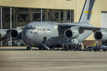 1098 - USA - Air Force Boeing C-17A Globemaster III
