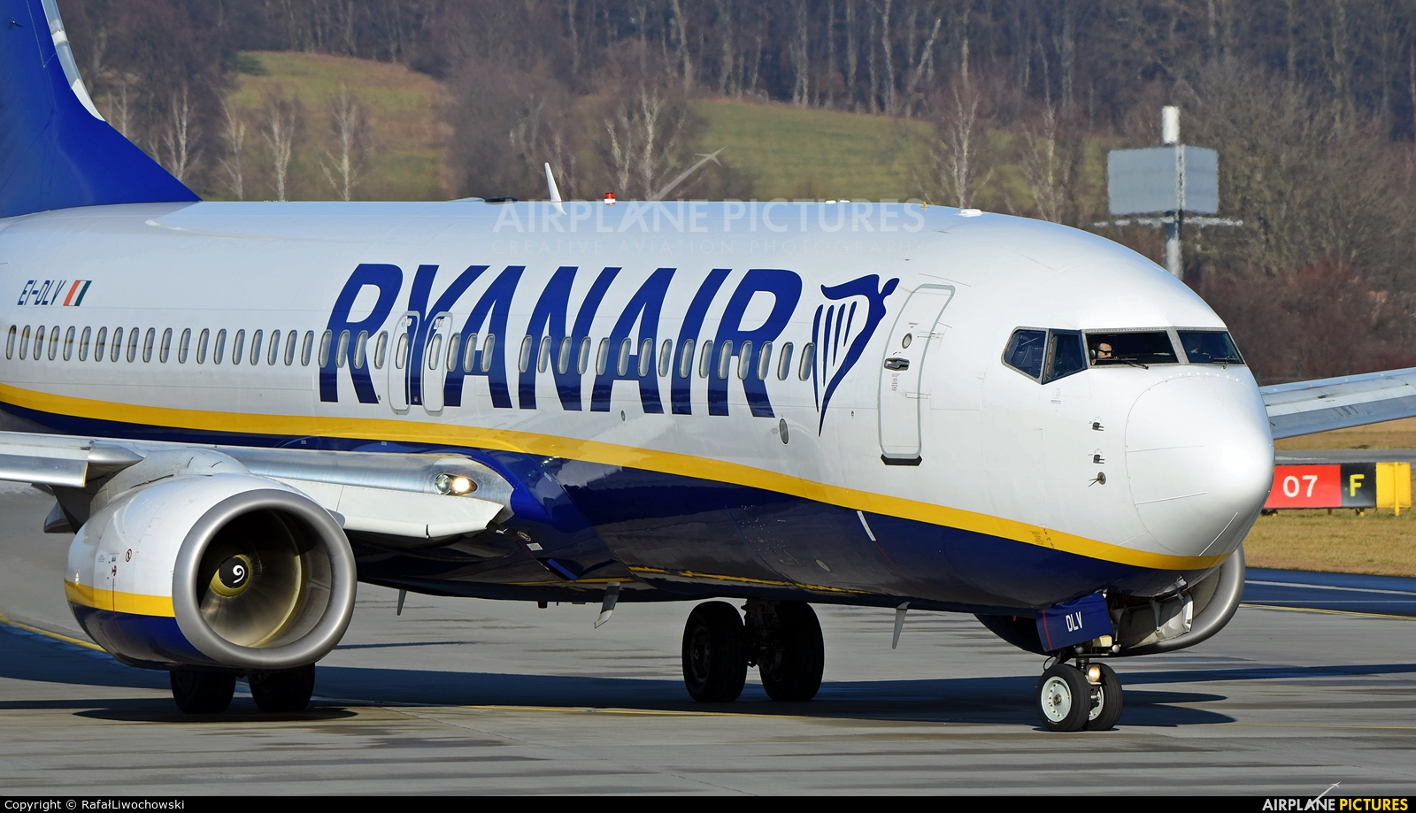 Ryanair EI-DLV aircraft at Kraków - John Paul II Intl