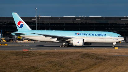 HL8007 - Korean Air Boeing 777-300ER