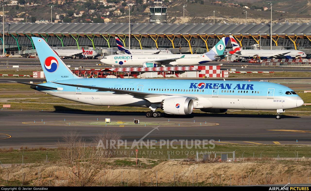 Korean Air HL8081 aircraft at Madrid - Barajas