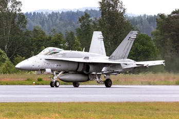 NH-423 - Finland - Air Force McDonnell Douglas F-18C Hornet