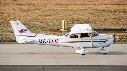 OK-ELU - Elmontex Air Cessna 172 Skyhawk (all models except RG)