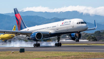 N553NW - Delta Air Lines Boeing 757-200