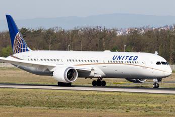 - - United Airlines Boeing 787-10 Dreamliner