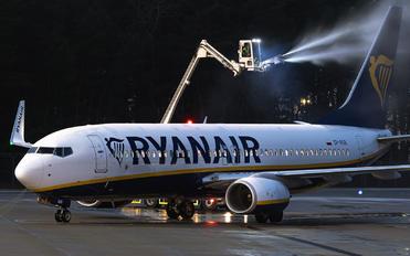 SP-RSB - Ryanair Sun Boeing 737-8AS
