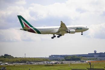 EI-DIP - Alitalia Airbus A330-200