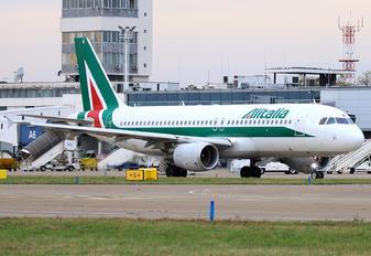 EI-EIE - Alitalia Airbus A320