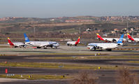 LEMD - - Airport Overview - Airport Overview - Runway, Taxiway aircraft