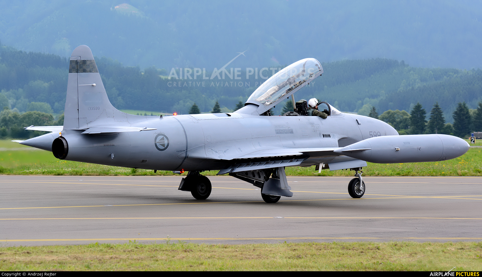 Private NX865SA aircraft at Zeltweg