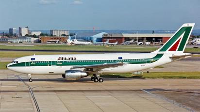 I-BUSB - Alitalia Airbus A300
