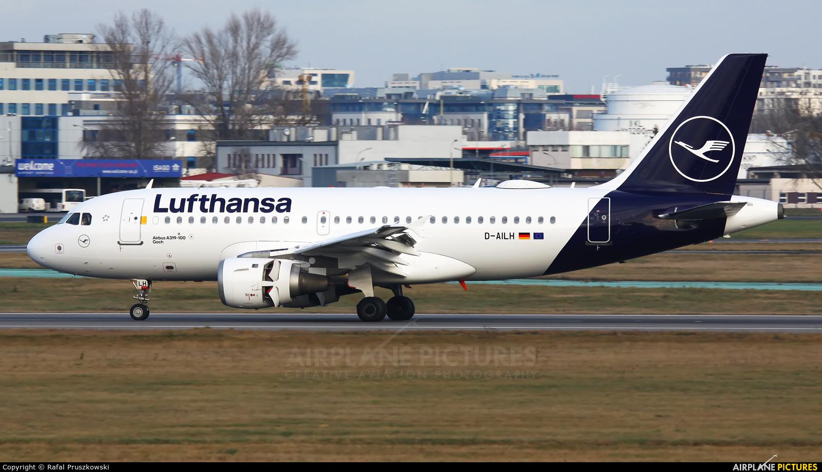 Lufthansa D-AILH aircraft at Warsaw - Frederic Chopin