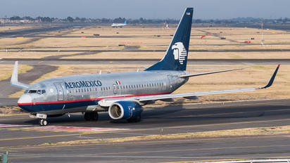 XA-VAM - Aeromexico Boeing 737-700