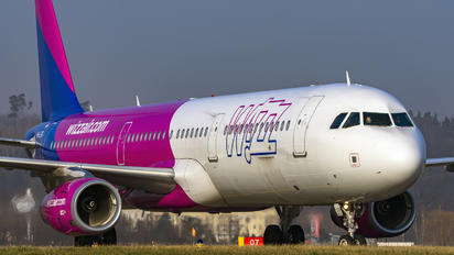 HA-LTB - Wizz Air Airbus A321