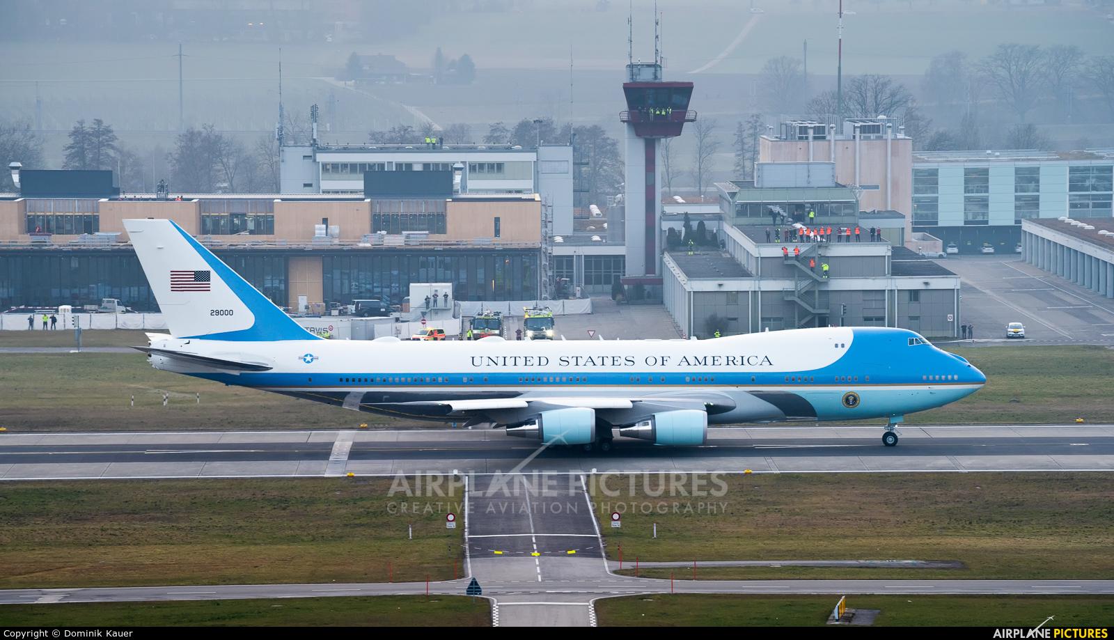 - Airport Overview 92-9000 aircraft at Zurich
