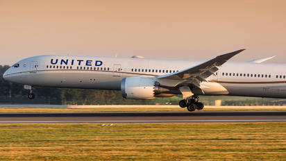 N14001 - United Airlines Boeing 787-10 Dreamliner