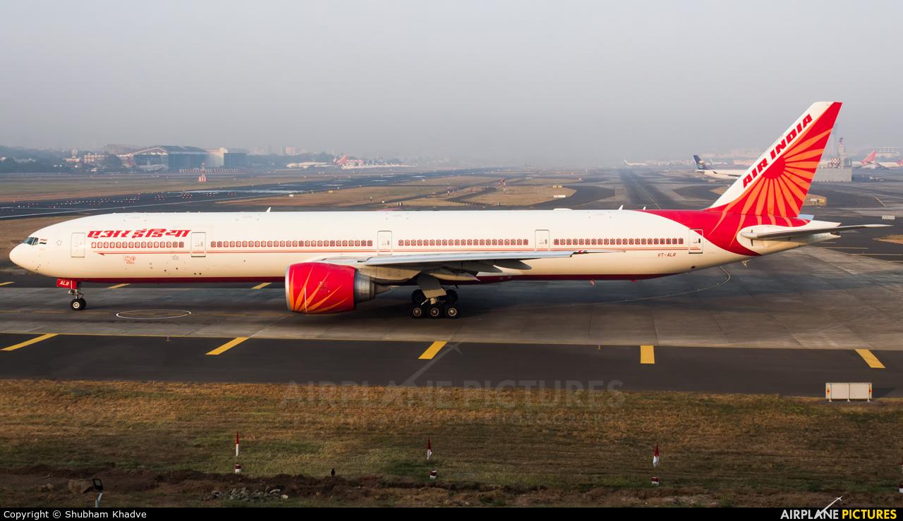 Air India VT-ALR aircraft at Mumbai - Chhatrapati Shivaji Intl