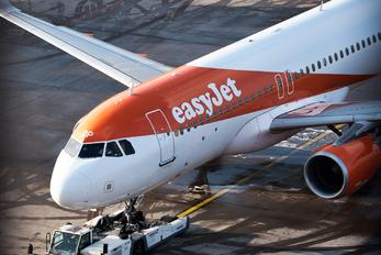 G-EZOP - easyJet Airbus A320