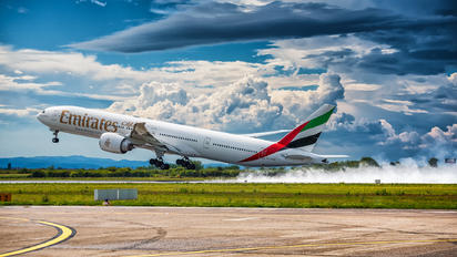 #1 Emirates Airlines Boeing 777-300ER A6-ENP taken by Alan Grubelić