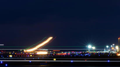 EDDF - - Airport Overview - Airport Overview - Runway, Taxiway