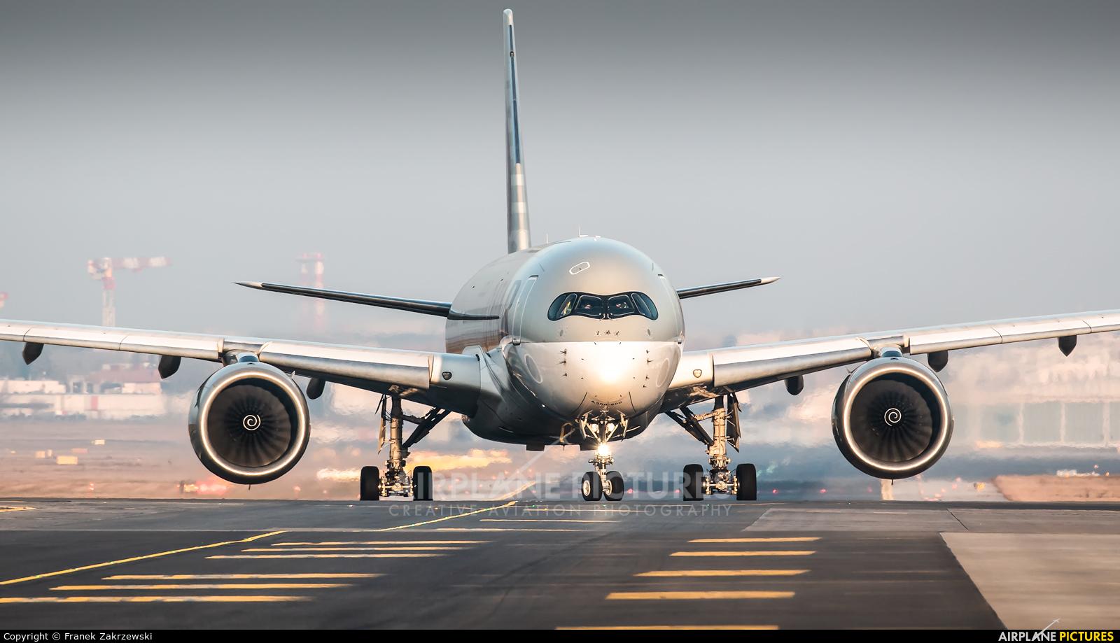 Qatar Airways A7-ALC aircraft at Warsaw - Frederic Chopin