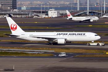 JA605J - JAL - Japan Airlines Boeing 767-300ER