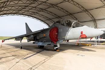 VA.1B-33 - Spain - Navy McDonnell Douglas TAV-8B Harrier II