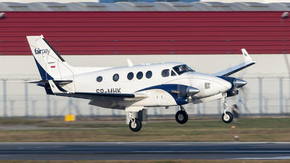 SP-MHK - Private Beechcraft 90 King Air